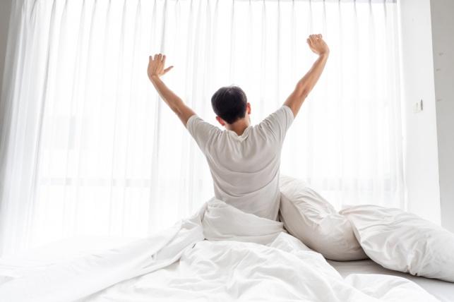 מתקשה לקום בבוקר? הנה 5 עצות לא שגרתיות שיסייעו לך בעניין