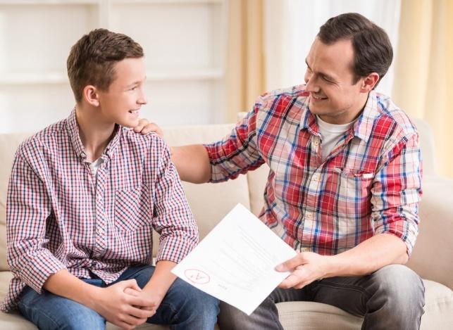 למה לא כדאי לשבח ילדים על ציונים טובים
