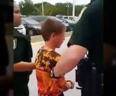"""מסעיר את ארה""""ב: שוטרים עצרו ילד אוטיסט"""