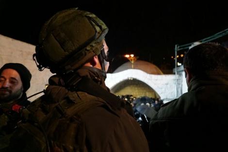 קבר יוסף, ארכיון - הלילה: כ-1000 מתפללים נכנסו לקבר יוסף