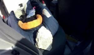 סלעים ליד כיסא התינוקת