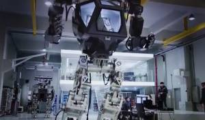 דרום קוריאה מציגה: רובוט ענק שיחקה בני אדם