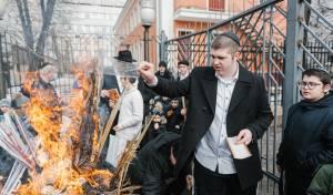 ערב פסח בבירת רוסיה: מכירת ושריפת חמץ