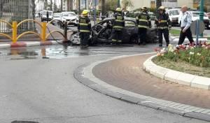 זירת האירוע - רכב התפוצץ  ועלה באש; הרוג ו-2 פצועים