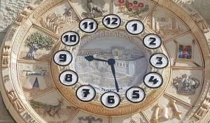 אחד השעונים החדשים בכותל