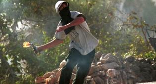 """מחבלים יידו בקת""""ב; שריפות ליד בתי היישוב"""