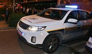 """ניידת משטרה. ארכיון - מפגינים מנעו מכירת פלאפונים  """"לא כשרים"""""""