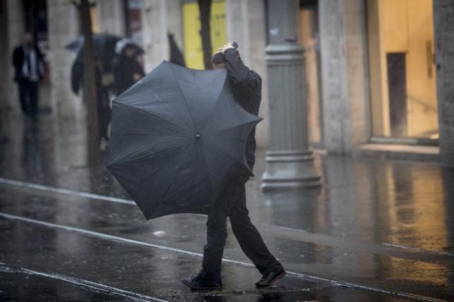 משעות הצהריים: גשמים במרכז ובדרום