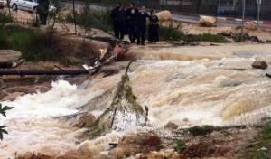 שעות לטביעת הילדה: צפו במודיעין-עלית מוצפת מים