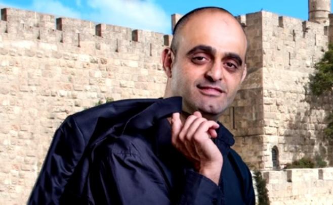 המלחין אהרון רוני זרוק בסינגל ראשון מהאלבום
