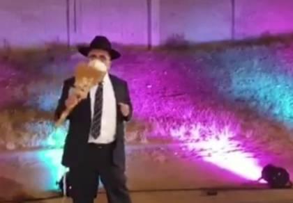 הפרשן חיתן את המוז'יניק -ורקד עם מטאטא