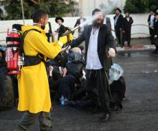 """תיעוד התזת 'בואש אישי' אתמול בהפגנה בב""""ב"""