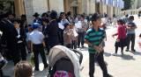"""ילדים חרדים הפגינו ב'ספרא': """"אין לנו מקום"""""""