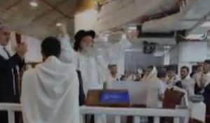 אחרי תפילת נעילה: הרב אלבז פצח בריקוד