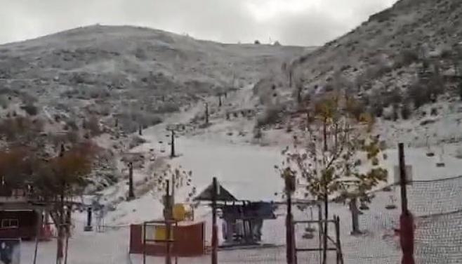 """הלילה באתר החרמון: 2 ס""""מ שלג • צפו"""