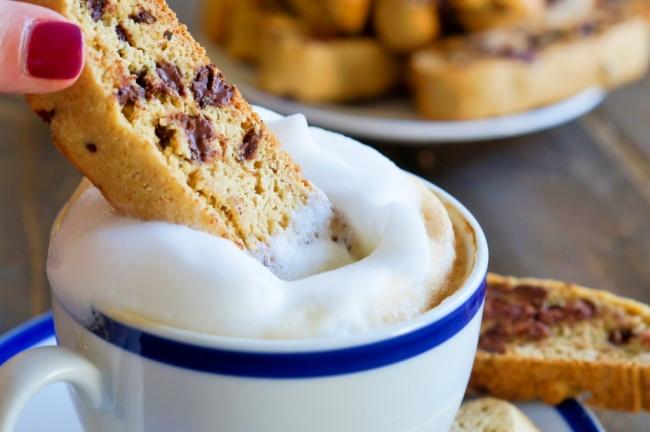 ביסקוטי. עוגיות קפה ושוקולד צ'יפס איטלקיות