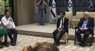"""כתב """"כיכר השבת"""" ישראל כהן והנשיא - בבית הנשיא: 'כיכר השבת' ומובילי דעת קהל"""