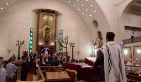 עיריית תל אביב מאיימת לעקל  ספרי תורה