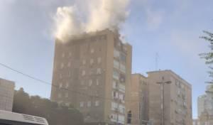 שריפה בבניין רב קומות - 14 חולצו, 8 נפצעו
