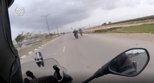 רוכב אופנוע השתולל על הכביש ונעצר  • צפו