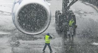 אילוסטרציה - אלפי נוסעים נתקעו בשדה תעופה מושלג