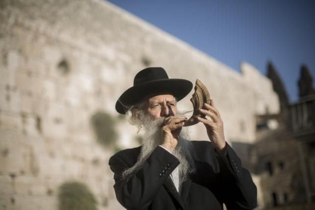 מנהגי מרנן גדולי ישראל בימי ראש השנה