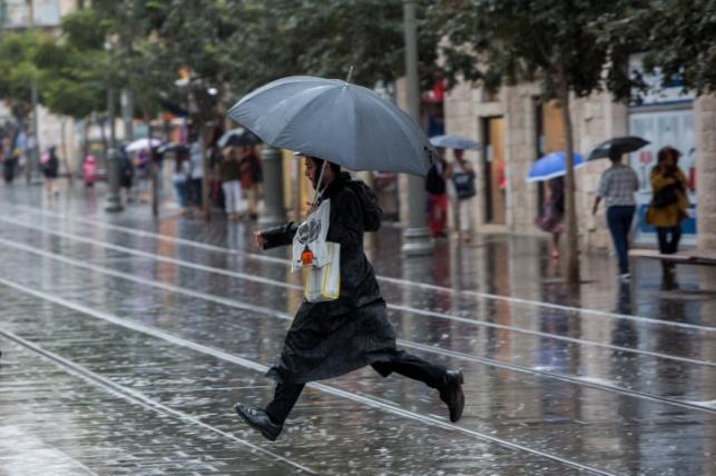 התחזית: פחות סוער, גשמים מדי פעם