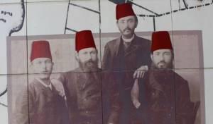 מ.מ. אפשטיין, י.פ. גפנוביץ, מ.צ. שצקר, וי.ד. בוטקובסקי במוזיאון החאן בחדרה