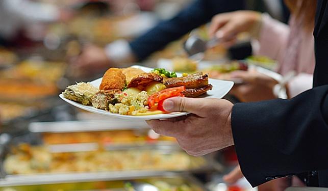 מי יגיש את האוכל לאפיפיור ולנשיא?
