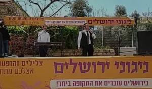 מרגש: הזמר יצחק מאיר שימח את הקשישים