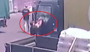 צפו: חשודים סחטו וגנבו מחברה לשיווק מזון