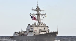 משחתת אמריקאית - ספינת קרב איראנית התקרבה למשחתת אמריקאית