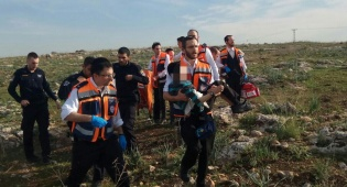 זירת הפיצוץ - ילד מאלעד נפצע קשה מפיצוץ פגז בו שיחק
