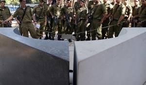 חיילים בקבר רבין