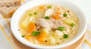 האם באמת מרק עוף יכול לעזור לכאבי ראש?