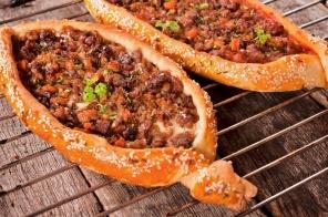 מתכון לחמעג'ון טורקי אסלי או פיצה בשרית