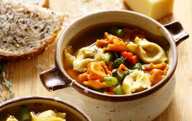 מרק טורטליני וירקות מהיר ומפנק - תוך 30 דקות על שולחנכם: מרק טורטליני