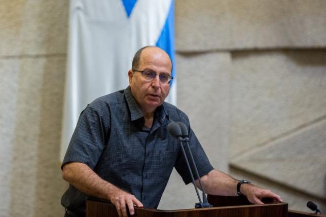 שר הביטחון נגד החיילים הדתיים