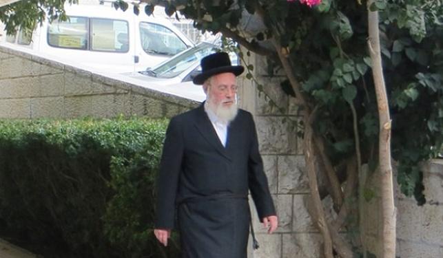 """ח""""כ ישראל אייכלר ביציאה מבית הגר""""ש"""