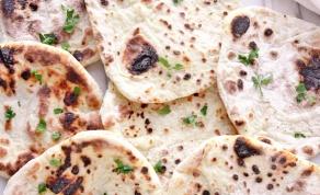 נאן - לחם הודי רך עם יוגורט, דבש וחמאה - נאן: פיתה הודית רכה עם יוגורט, דבש וחמאה