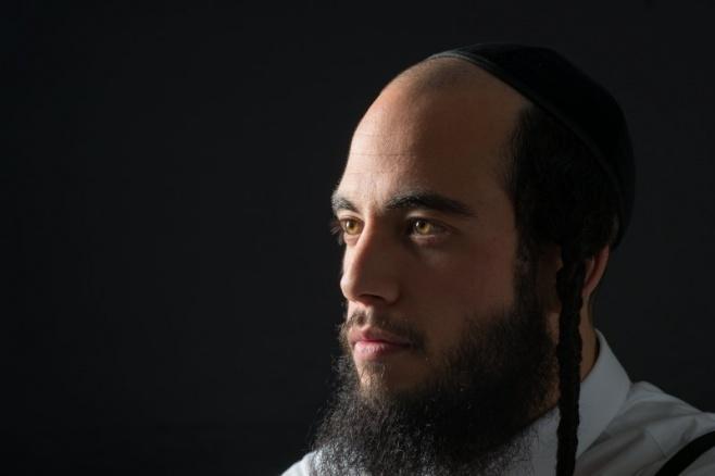הזמר והיוצר אסף הרוש בסינגל בכורה - מקום