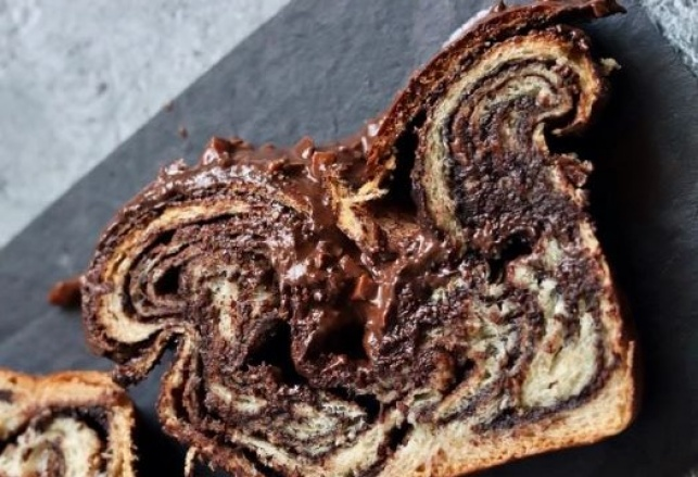 בטעם חלבי: עוגת שמרים שוקולד פרווה