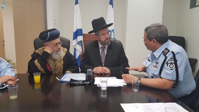 """המפכ""""ל מינה את הרבנים הראשיים למכור את החמץ"""