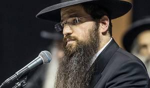 הרב יהודה רבי בנאומו בהפגנה