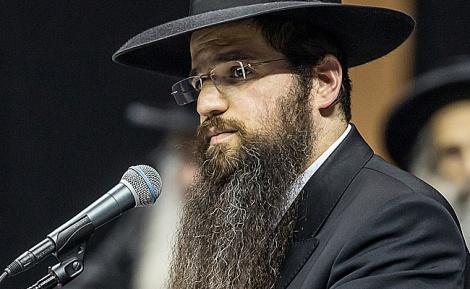 """הרב יהודה רבי בנאומו בהפגנה - הרב רבי: """"לא זרקתי את הבחור; כל מילה בנאום - מדוייקת"""""""