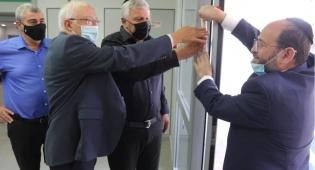 קביעת מזוזה במרכז ההוליסטי לגיל הרח עם פרופסור עמנואל טרכטנברג