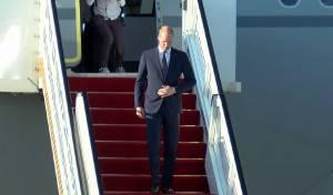 הנסיך הבריטי נוחת, ומתקבל בכבוד