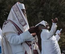 יהודים אתיופים חרדים - מתפללים. צילום:שאטרסטוק