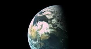 """כדור הארץ במרחק 16 אלף ק""""מ"""