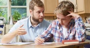 גרועים במתמטיקה? אל תעזרו לילדיכם בשיעורי בית